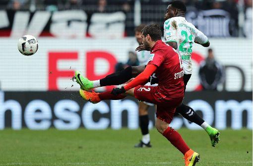 Der VfB Stuttgart hat mit 0:1 bei der SpVgg Greuther Fürth verloren. Lesen Sie in unserer Bildergalerie die Einzelkritik der VfB-Profis. Foto: dpa