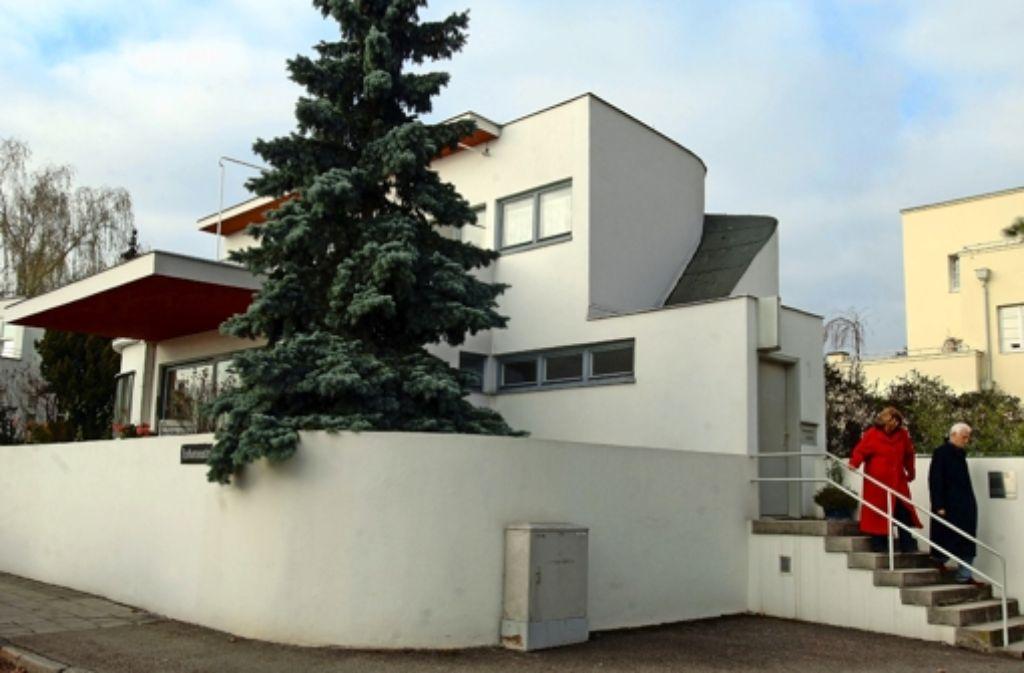 Die einzigartige Weißenhofsiedlung liegt vielen Stuttgartern am Herzen. Dass der  Verkauf der Anlage zumindest vorerst vom Tisch ist, ist eine gute Nachricht. Die wichtigsten Fakten zur Weißenhofsiedlung zeigen wir in der Fotostrecke. Foto: dpa