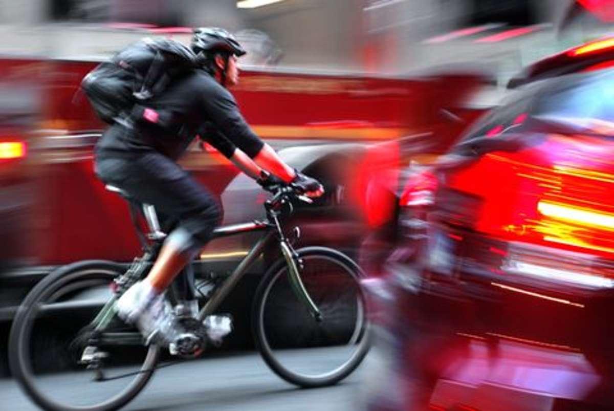 Das Fahrradfahren in den Städten und Gemeinden Baden-Württembergs ist laut ADFC-Klimatest 2020 immer noch alles andere als ein Vergnügen. Foto: Shutterstock/blurAZ