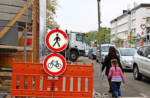 Baustellen blockieren Geh- und Fahrradwege