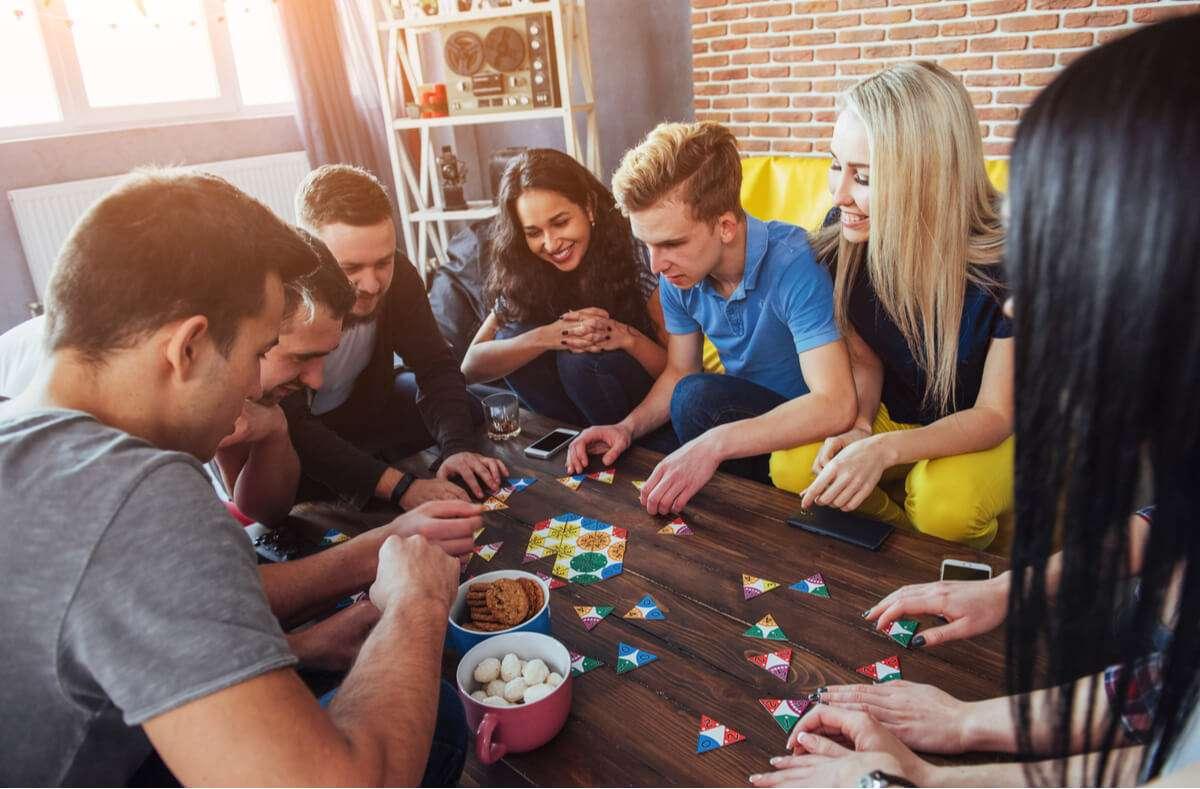 Hier finden Sie 62 Ideen, was Sie sonntags machen können. - mit Freunden oder allein - drinnen oder draußen - mit oder ohne Geld Foto: Standret / Shutterstock.com