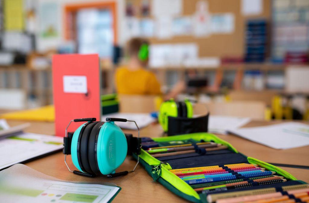 Die Landern Grundschule hat einen der gefährlichsten Gebäudeschadstoffe in ihren Räumen verbaut. (Symbolbild) Foto: dpa/Sven Hoppe