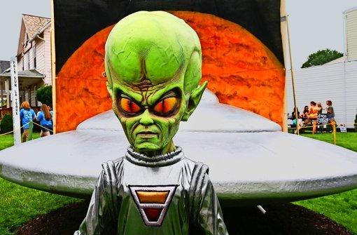 Ein Geschäftsmann will Außerirdische suchen