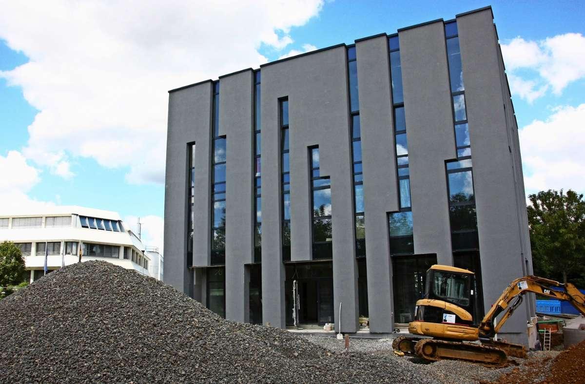 Die Fassade des neuen Gebetshauses ist ein Hingucker. Sie prägt das Ortsbild von Oberaichen bereits vor der Fertigstellung des Hauses. Foto: Natalie Kanter