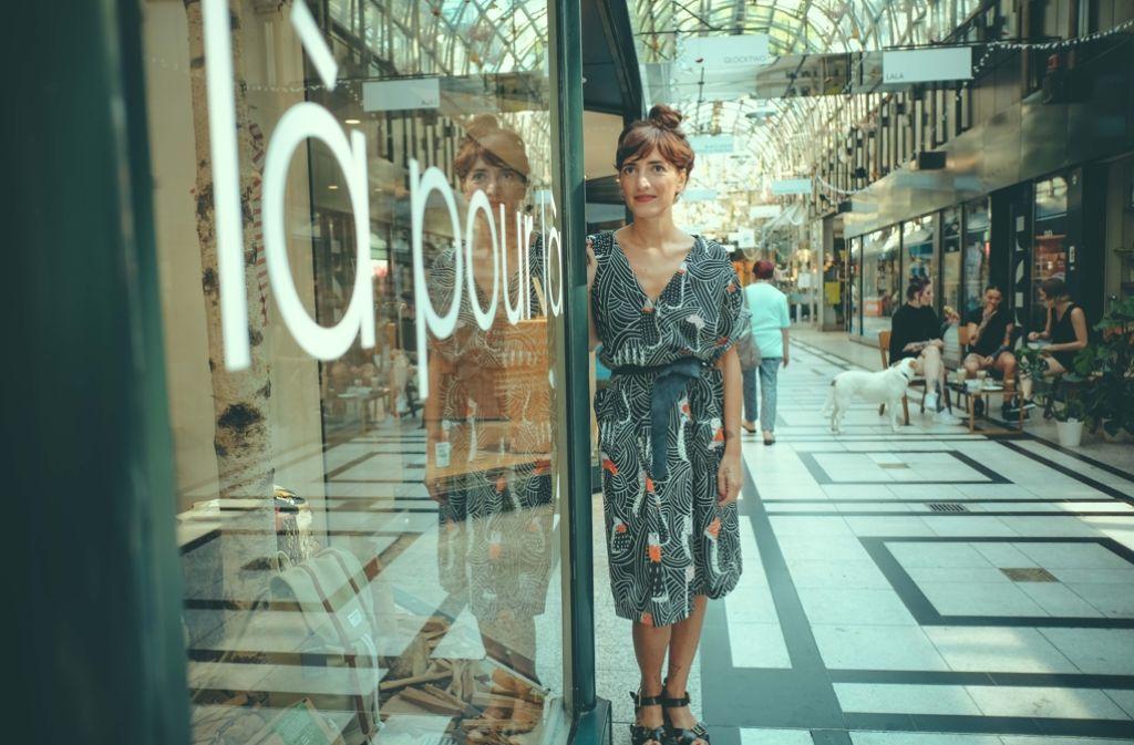 Maria-Assunta Marci   vor ihrem Shop im Fluxus. Foto: Lichtgut/Leif Piechowski