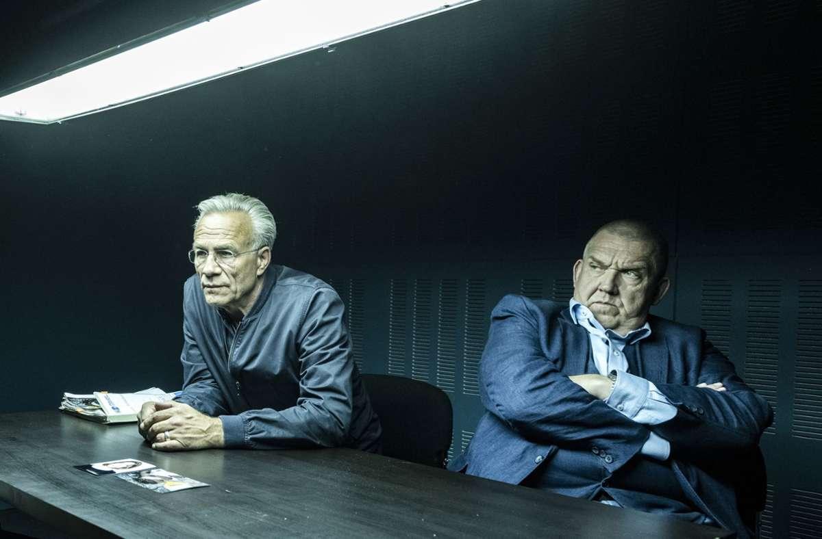 Ballauf (Klaus J. Behrendt, li.) und Schenk (Dietmar Bär) bekommen ungeahnte hilfe von ihrem Assistenten Norbert Jütte. Foto: WDR/Bavaria Fiction GmbH      /Martin Valentin Menke