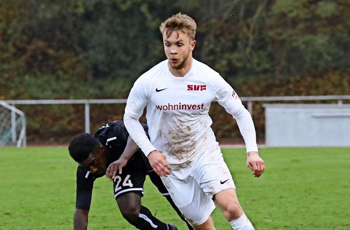 Philipp Hörterich im Trikot des SV Fellbach steht wohl vor seinem ersten Startelf-Einsatz in dieser Verbandsliga-Saison. Foto: Patricia Sigerist