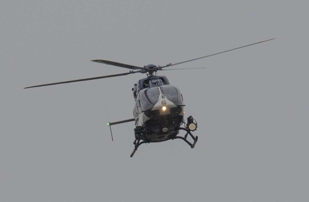 Die Besatzung des Hubschraubers entdeckte den Vermissten. (Symbolbild) Foto: dpa/Boris Roessler