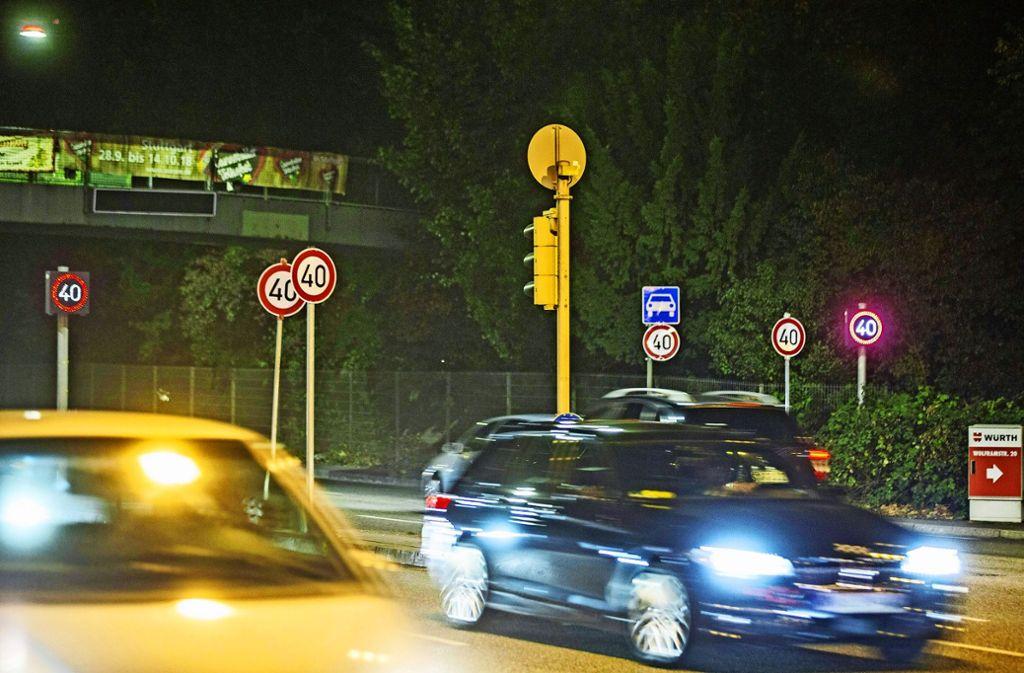 Schilderwald am Neckartor: Darf's noch ein Schild mehr sein? Foto: 7aktuell.de/Simon Adomat
