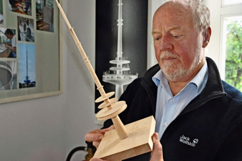 32 Jahre lang hat Martin Hechinger die Werkstatt  der Fakultät Architektur und Stadtplanung geleitet und dadurch  ganz besondere Exponate ermöglicht. Foto: Georg Linsenmann