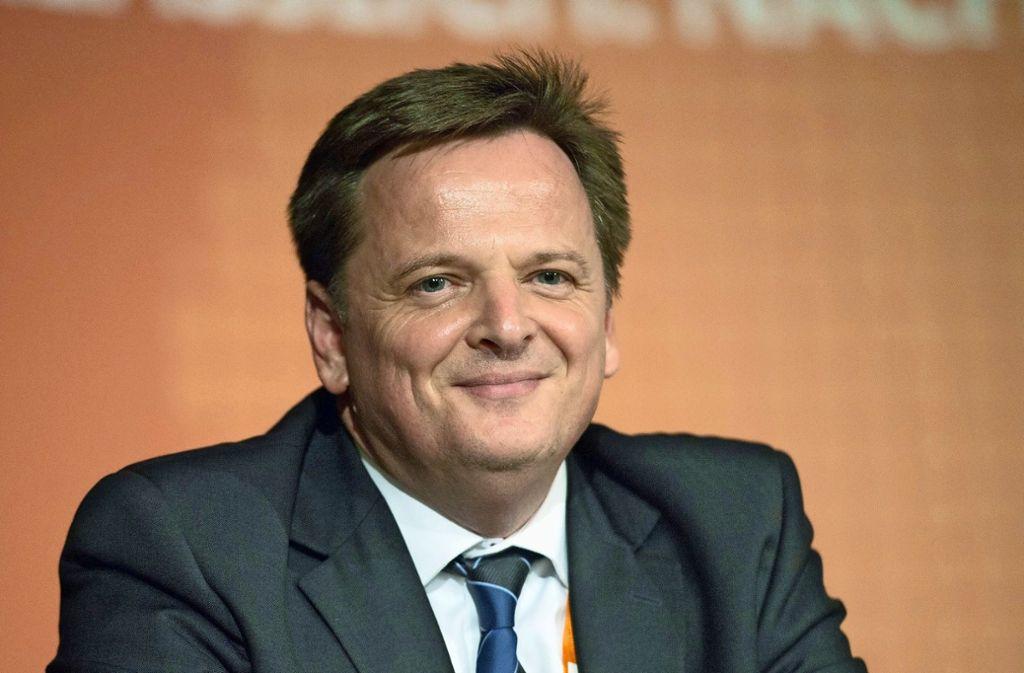 IHK-Bezirkskammer-Präsident Claus Paal ist verhalten optimistisch. Foto: dpa/Marijan Murat
