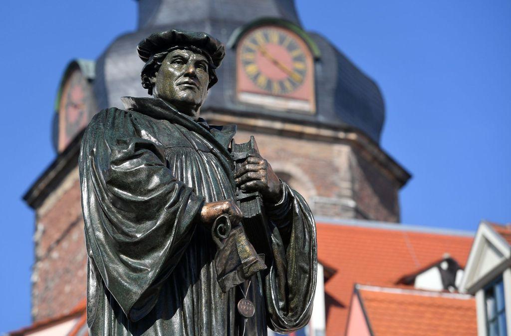 Das Luther-Denkmal in Eisleben. Foto: dpa-Zentralbild