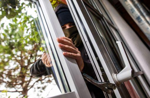 Von Bewohner ertappt – Einbrecher springt von Terrasse