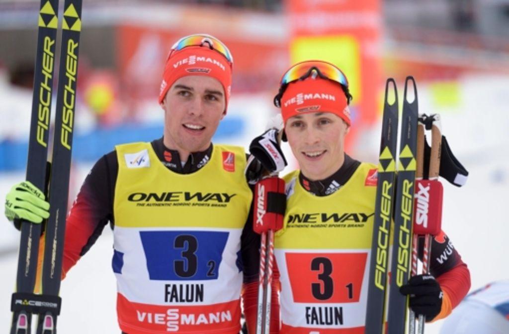 Johannes Rydzek (links) und Eric Frenzel sind im Tiefschnee zu Silber im Teamsprint der Nordischen Kombination gestapft. Insgesamt holten die deutschen Ski-Asse bei der WM acht Medaillen. Foto: TT NEWS AGENCY