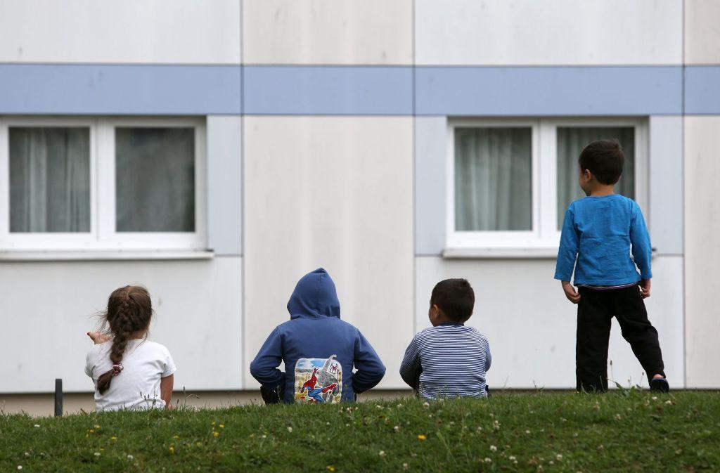 Die Stadt erhöht die Wohngebühren in Flüchtlingsheimen. Das ärgert nicht nur die Betroffenen, sondern auch die Flüchtlingshelfer. Foto: dpa