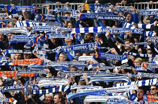 Polizei nimmt 66 Karlsruhe-Fans in Gewahrsam