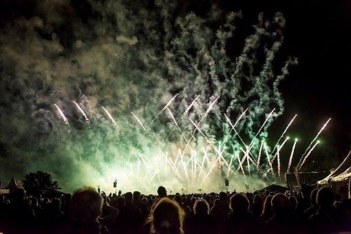 Feuerwerk aus Dubai erhellt die Nacht