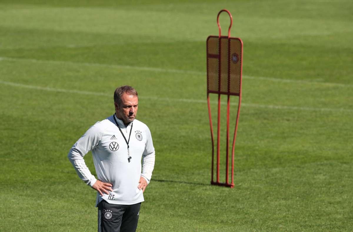 Bundestrainer Hansi Flick musste in der letzten Übungseinheit auf einige Spieler verzichten (Archivbild). Foto: dpa/Tom Weller