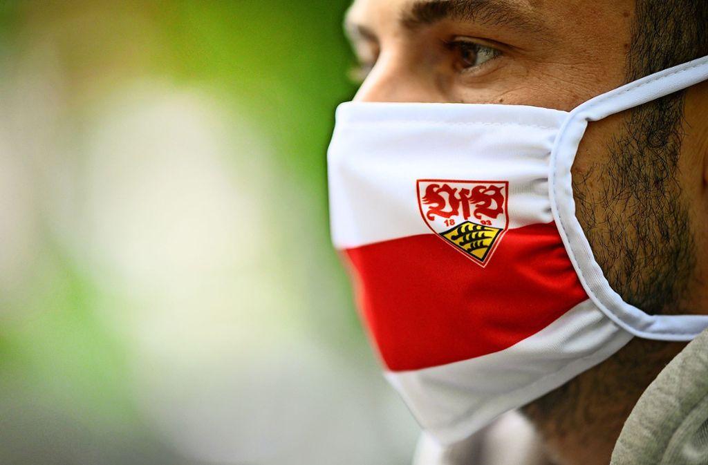Sollte die zweite Bundesliga wieder beginnen, herrscht auch beim VfB am Spielfeldrand Maskenpflicht. Foto: dpa/Sebastian Gollnow