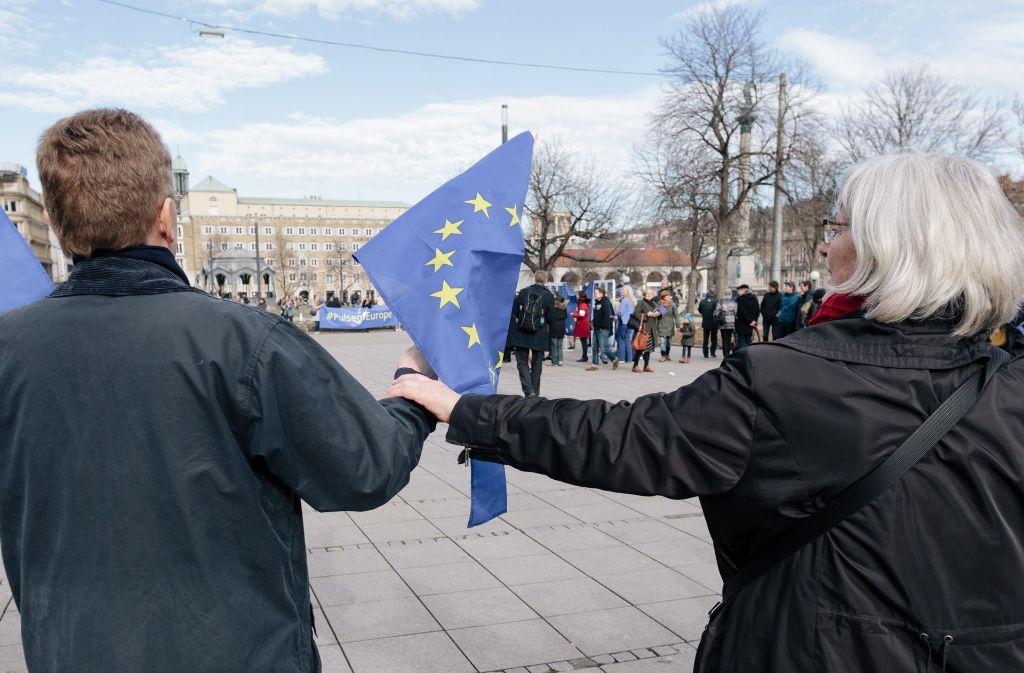 Jeden Sonntag auf dem Schlossplatz demonstrieren die Menschen für Europa. Foto: Lichtgut/Verena Ecker