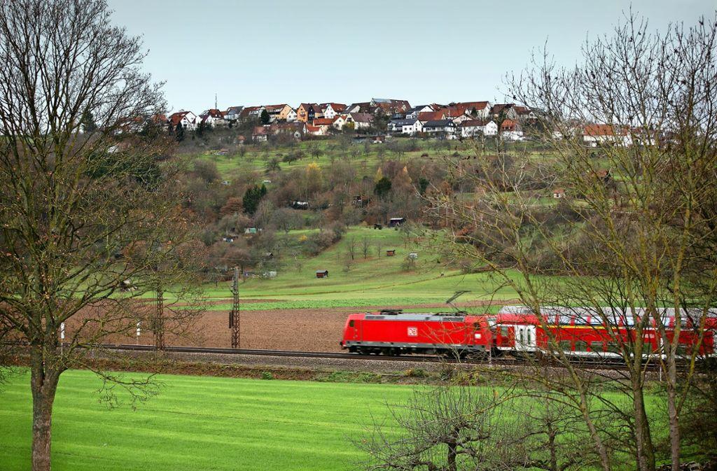 Für die   knapp 17 Hektar zwischen der Bahnlinie und dem Diegelsberger Hang soll der Flächennutzungsplan geändert werden, um dort Gewerbe anzusiedeln. Foto: Horst Rudel/Archiv