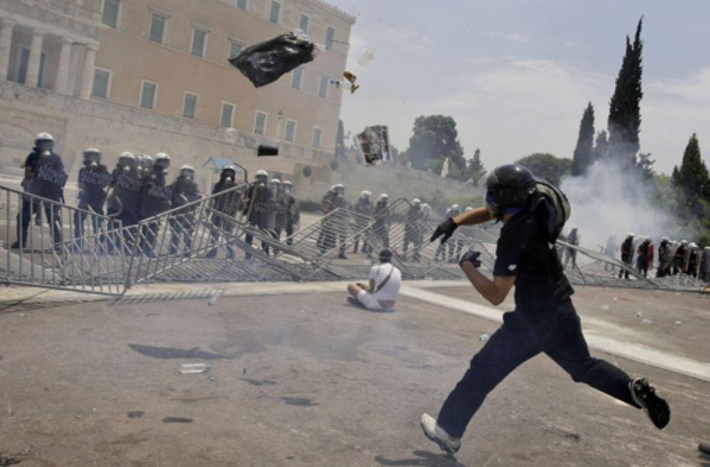 Die griechische Staatskrise bildet den Hintergrund für Kai Hensels Thriller. Foto: AP