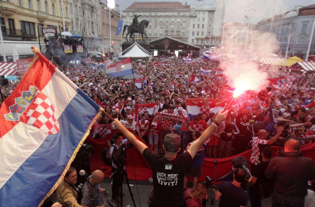 Starker Nationalismus im Fußball: Kroaten beim Public Viewing der WM in Zagreb. Foto: AP