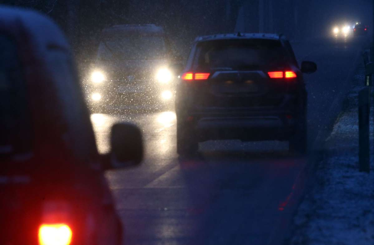 Besonders im Norden und Osten des Landes könnte das Wetter für Chaos auf den Straßen sorgen. Foto: dpa/Wolfgang Kumm