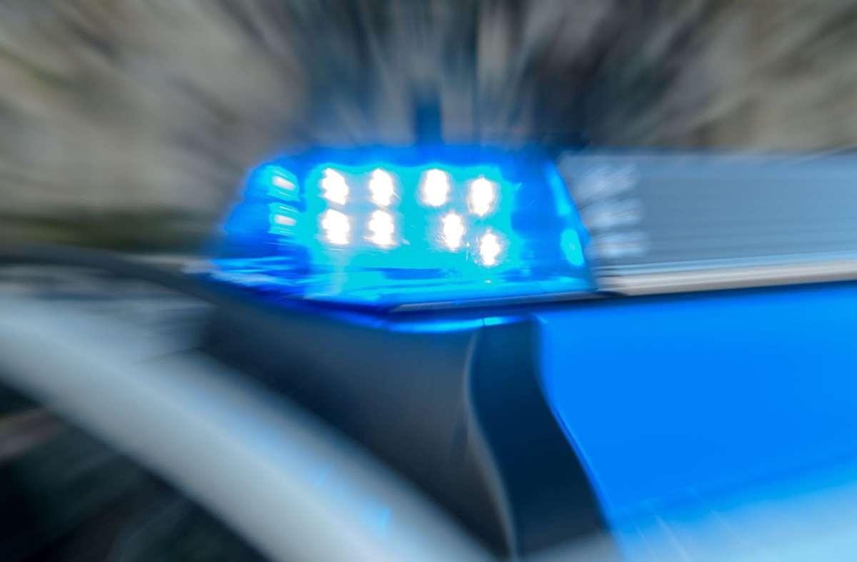 Der 22-Jährige, der möglicherweise alkoholisiert war, wurde vom Rettungsdienst in ein Krankenhaus gebracht. Foto: Eibner-Pressefoto/Schueler