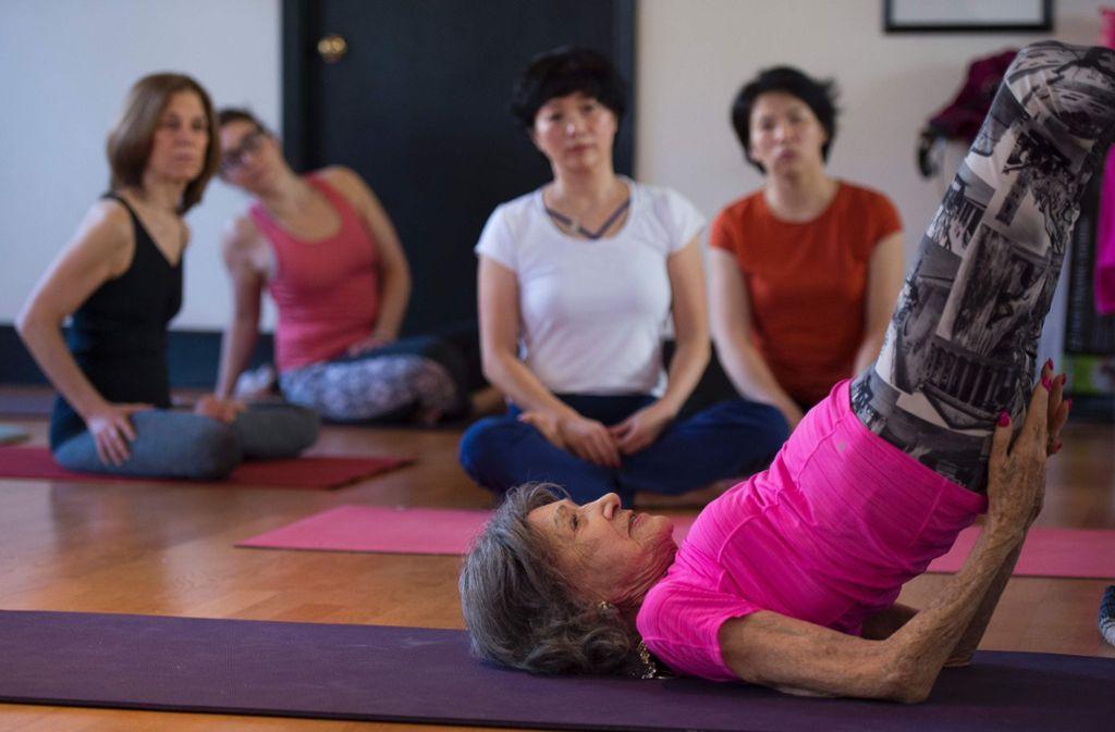 Die 100-jährige Tao Porchon-Lynch ist die älteste Yoga-Lehrerin der Welt. Foto: AFP