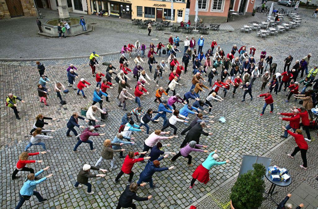 Seniorensport könnte zu einer Massenbewegung werden – wie hier auf dem Esslinger Rathausplatz. Foto: Ines Rudel