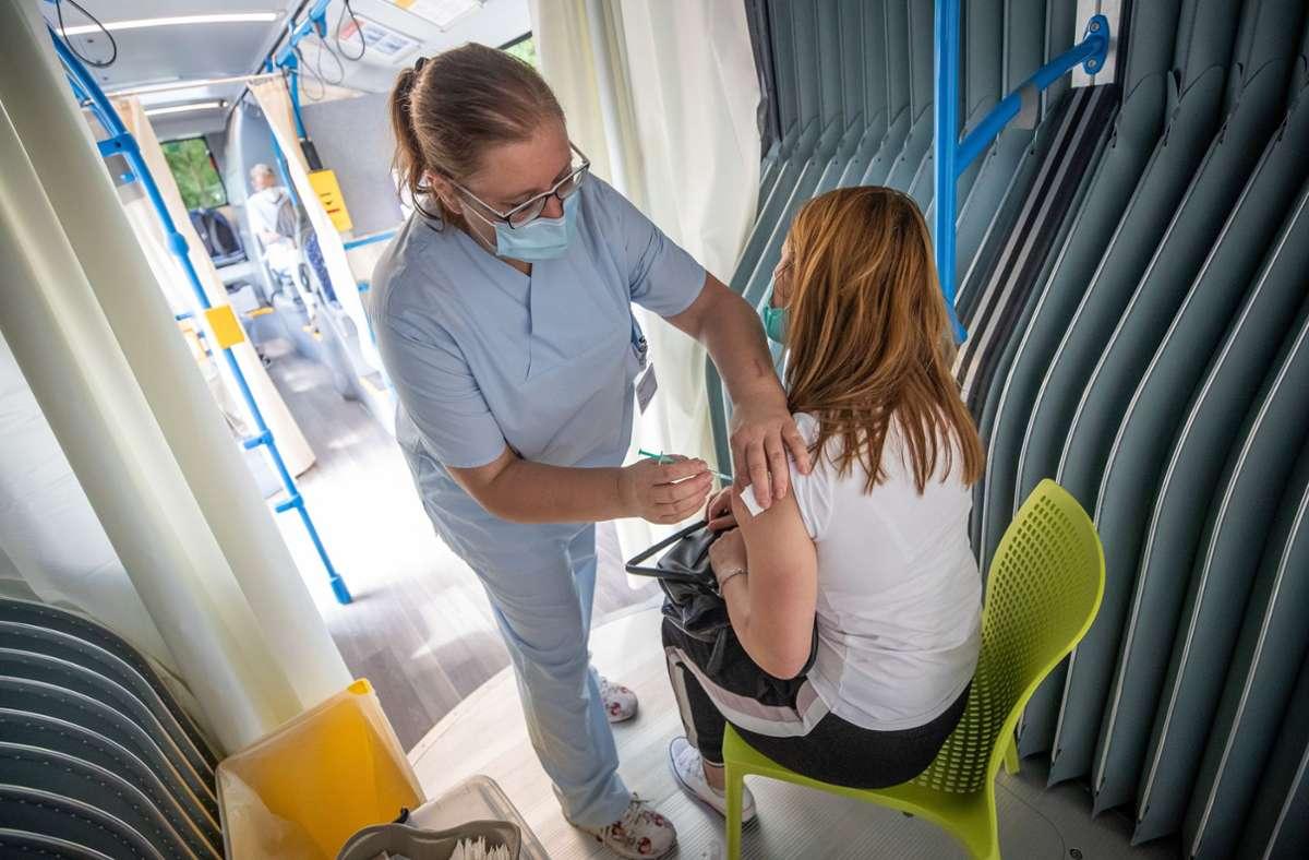 Ganz spontan und ohne Termin: der Piks im Stuttgarter Impfbus. Foto: Lichtgut/Christoph Schmidt