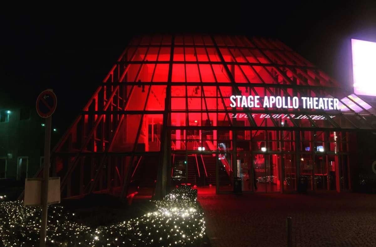 """Das Stage Apollo Theater in Stuttgart leuchtet in der """"Alarmstufe Rot"""". Foto: ubo"""