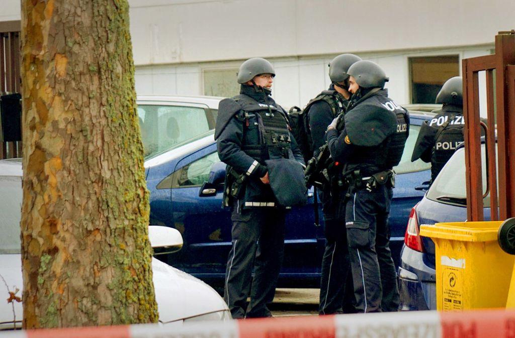 Der Tatort im   Industrie- und Gewerbegebiet Eisental wurde weiträumig abgesperrt. Foto: dpa/Sven Kohls