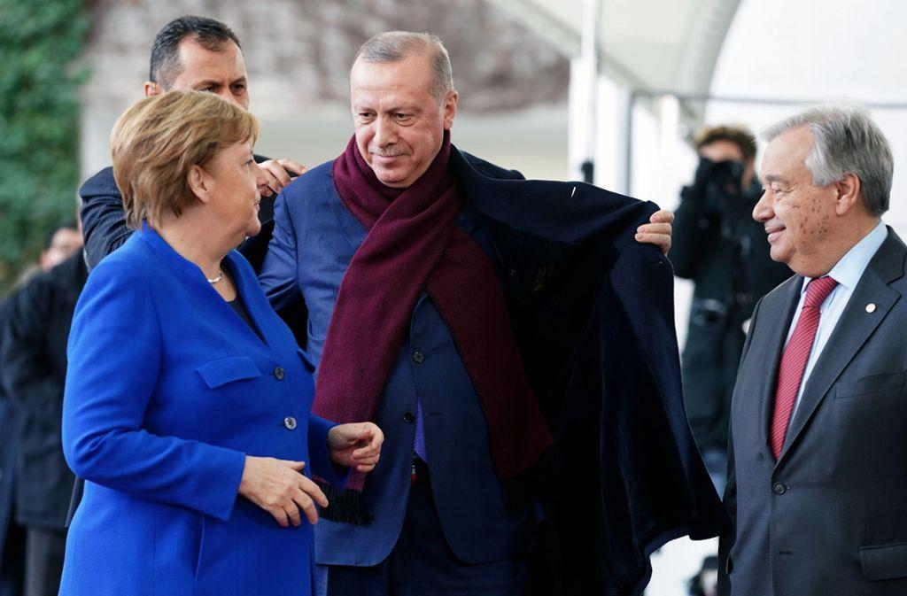 Bundeskanzlerin Merkel mit dem türkischen Staatspräsidenten Erdogan bei der Libyen-Konferenz in Berlin. Foto: dpa/Kay Nietfeld