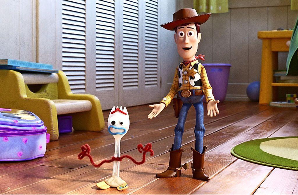 Der selbstgebastelte Forky fühlt sich wie Abfall und hat Suizidgedanken, der Cowboy Woody fürchtet, auf dem Abstellgleis zu landen Foto: ©2019 Disney/Pixar. All Rights Reserved.