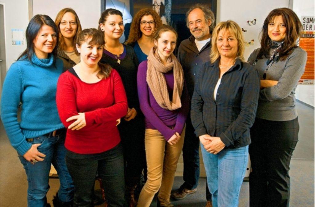 Rolf Graser (Mitte) und sein Team kümmern sich um Migrantenvereine. Foto: Steinert