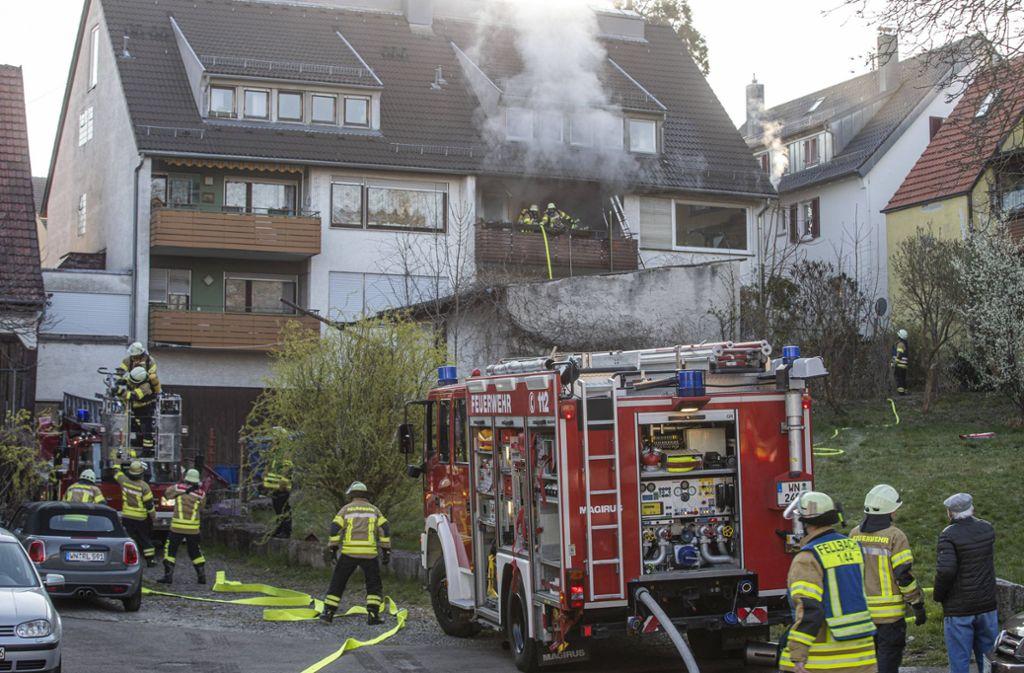 Das Feuer brach auf einem Balkon des Mehrfamilienhauses aus. Foto: 7aktuell.de/Simon Adomat