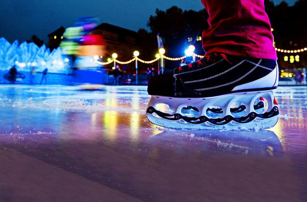 Vergnügen auf dem Eis ist ein Anziehungspunkt. Foto: dpa/Marijan Murat (Archiv)