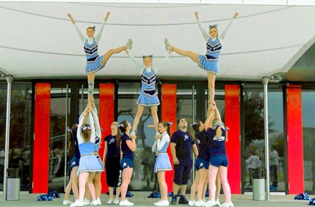 Zwei Minuten, um das Publikum zu überzeugen: die Cheerleader des TSV. Foto: Privat