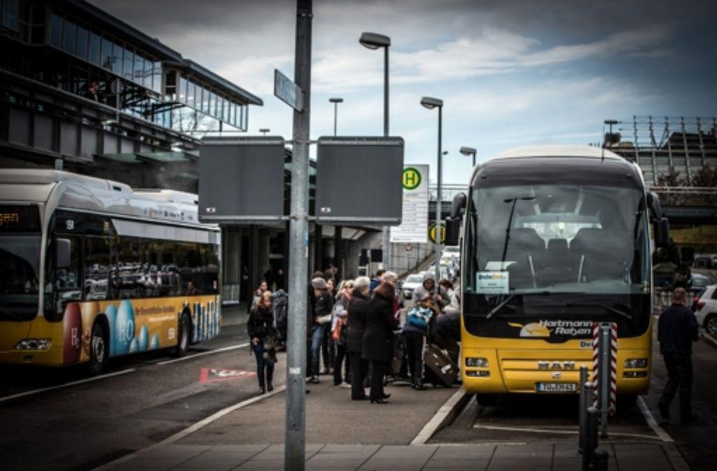 Einer der Stuttgarter Fernbushaltepunkte liegt am Flughafen. Foto: Lichtgut/Achim Zweygarth