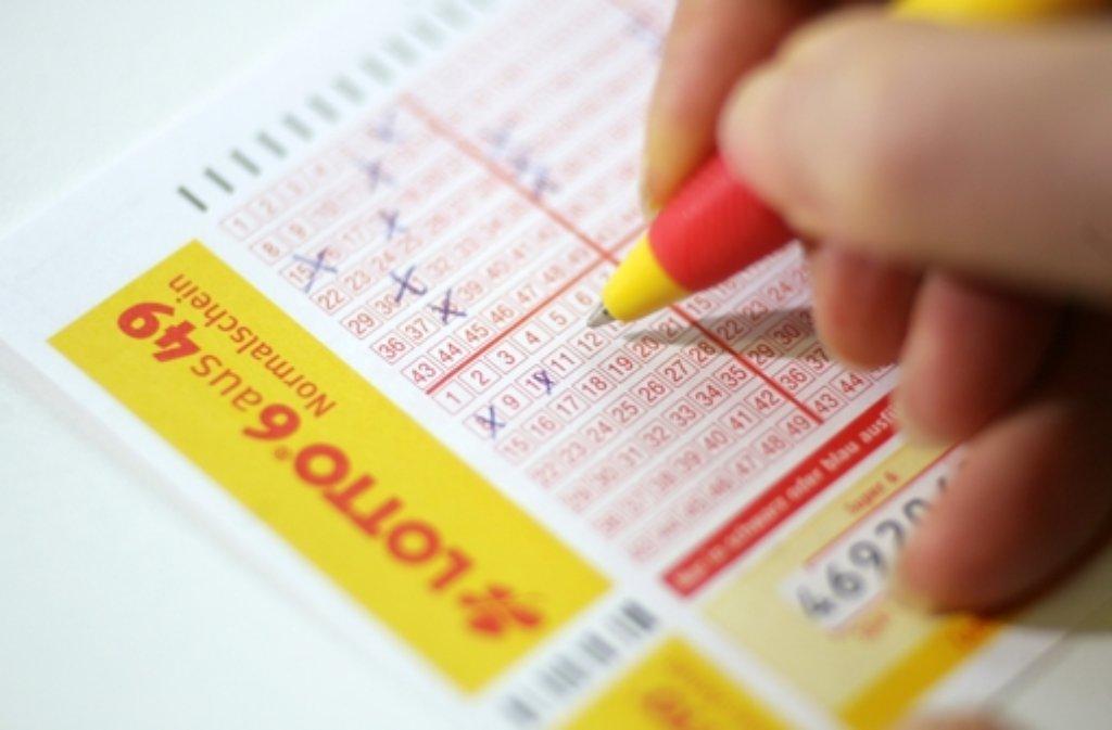 Nicht beim normalen Lotto, sondern beim Spiel 77 räumt ein Mann aus Göppingen ab. Foto: dpa