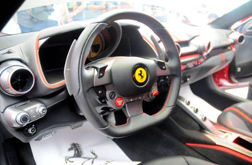 Mit Ferrari in Graben gerast – mehrere hunderttausend Euro Schaden