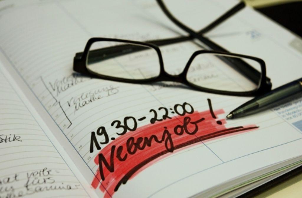 Viele Studierende arbeiten nebenher. 450 Euro im Monat sind erlaubt und steuerfrei. Allerdings sollte das Studium nicht unter dem Zeitaufwand leiden. Foto: dpa