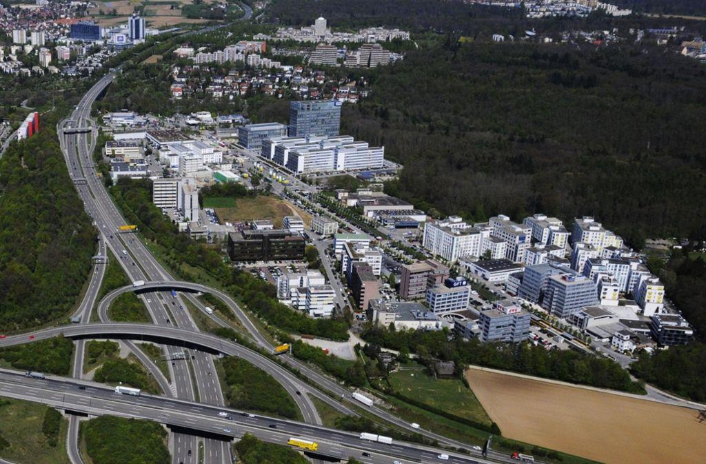 Das Gewerbegebiet Fasanenhof-Ost beim Echterdinger Ei: Dort wird in den nächsten Jahren wohl noch etwas dichter und höher gebaut werden. Foto: Manfred Storck