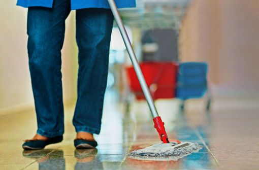 Neun von zehn Reinigungskräften in Haushalten arbeiten schwarz