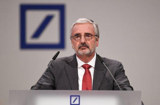 Chefkontrolleur der  Deutschen Bank in Turbulenzen