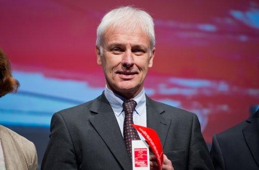 2015 konnte sich der damalige Porsche-Chef Matthias Müller über viele Preise freuen. Jetzt muss er sich als Krisenmanager bei VW bewähren. Foto: dpa