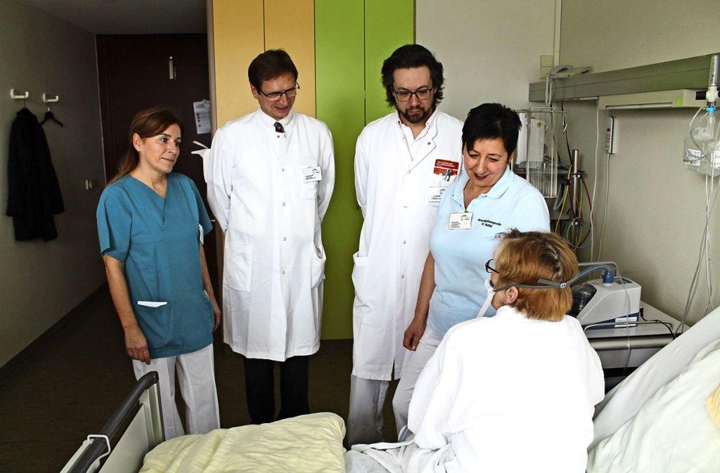 In dem Lungenzentrum arbeiten Ärzte und Fachkräfte verschiedener Abteilungen zusammen – auch bei der Visite. Foto: Alb Fils Kliniken