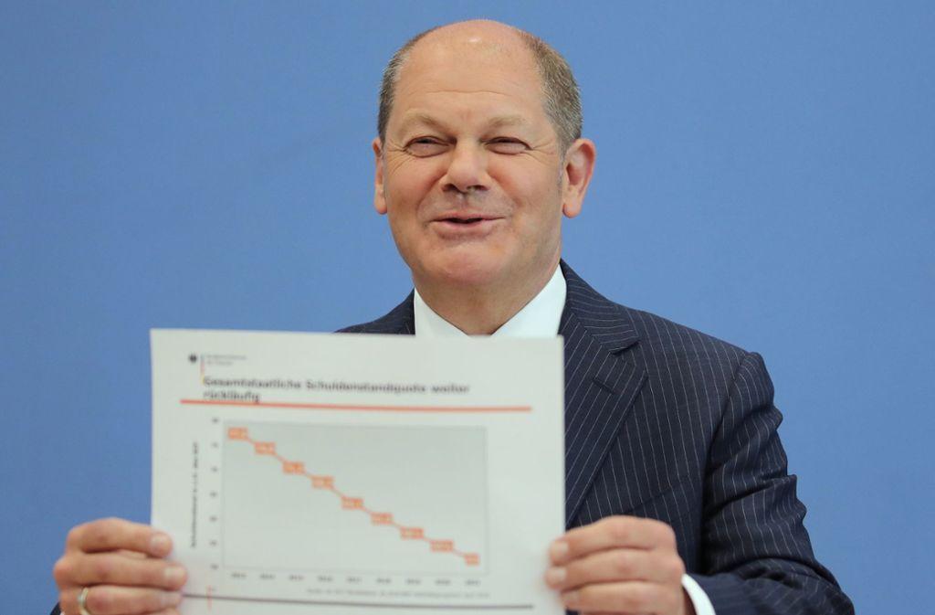Finanzminister Olaf Scholz will bei der Etatvorstellung will mit Grafiken überzeugen. Foto: dpa